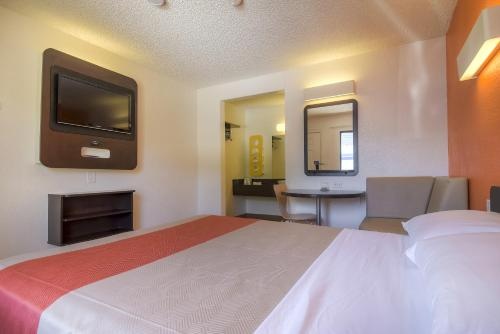 Motel 6 Las Vegas - I-15 photo 26
