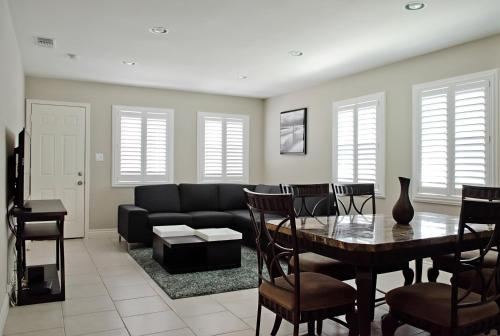 Foto de Anaheim Beacon House: 4 Bedroom, 2 Bath, 2 Car garage