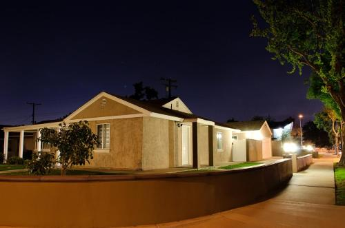 Anaheim Beacon House: 4 Bedroom, 2 Bath, 2 Car garage Photo