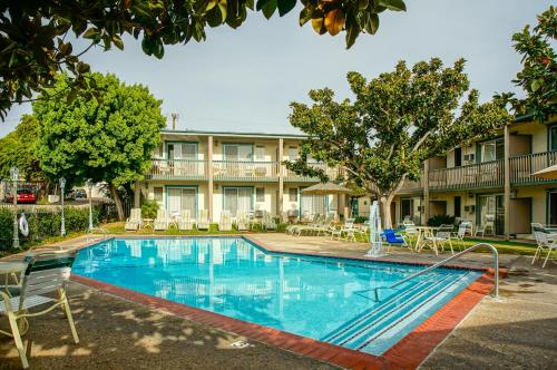 BEST WESTERN PLUS Encina Lodge and Suites Photo