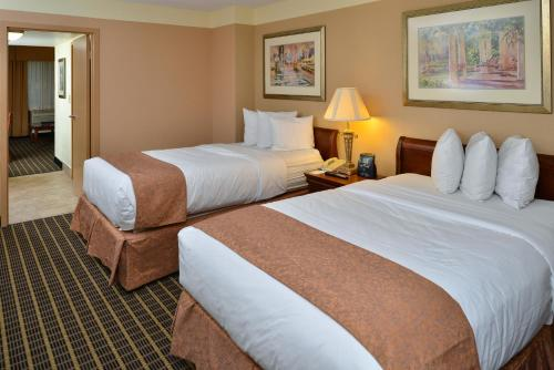 Quality Suites Orlando Kissimmee The Royale Parc Suites Photo
