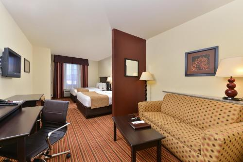 Comfort Suites Alexandria Photo
