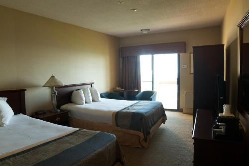 Ramada Jordan Beacon Harbourside Hotel & Suites Photo