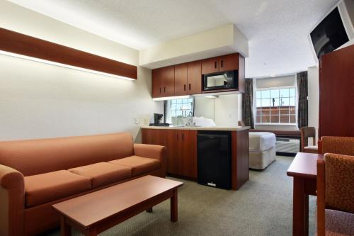 Microtel Inn & Suites by Wyndham Hattiesburg Photo