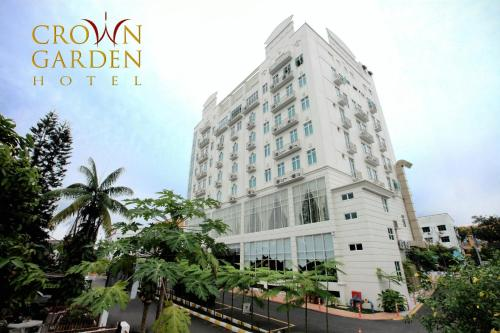 Crown Garden Hotel Photo