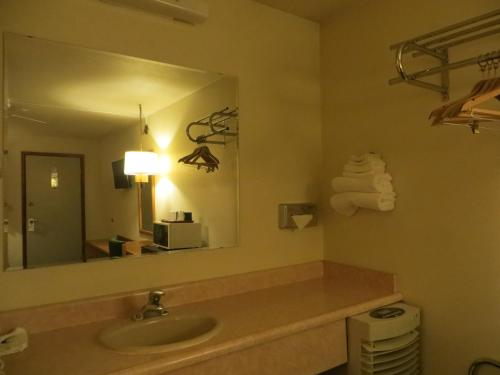 Americas Best Value Inn - Sundowner Motel Photo