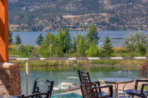 Discovery Bay Resort by kelownacondorentals Photo