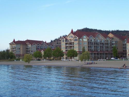 Discovery Bay Resort by kelownacondorentals