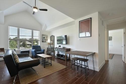 East Downtown Austin Apartment by TurnKey Vacation Rentals Photo