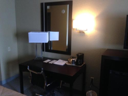 Clarion Inn & Suites Harrisburg/Hershey Photo
