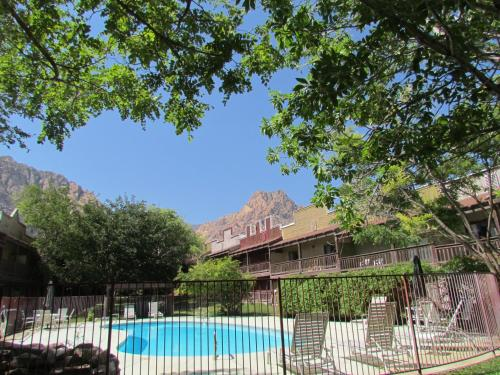 Bonnie Springs Motel and Resort Photo