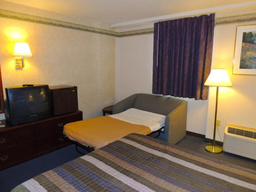 Budget Host Inn & Suites Photo