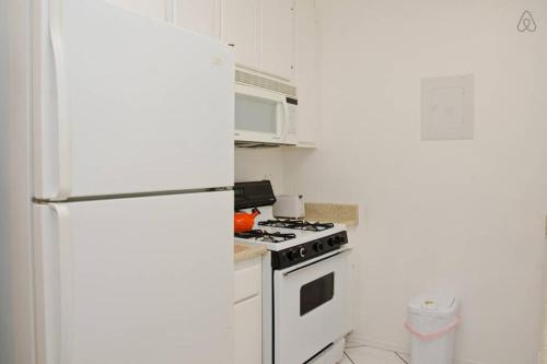 #8 Sunny 2BR Flat Hollywood - Los Angeles, CA 90038