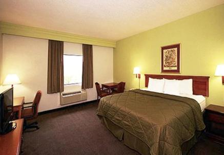 Comfort Inn East Houston Photo