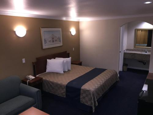 Walnut Inn and Suites Photo