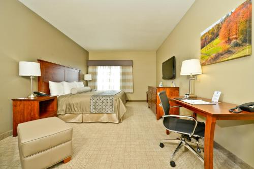 Best Western Plus Green Mill Village Hotel & Suites Photo