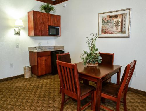 Country Inn & Suites By Carlson, Fayetteville-Fort Bragg, NC Photo