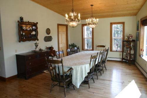 Picture of Maria's Creekside B&B