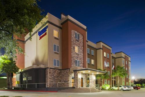 Fairfield Inn & Suites Houston Hobby Airport impression