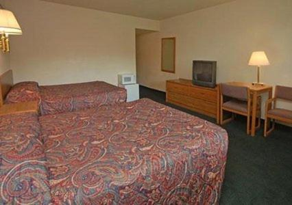 Econo Lodge Wakeeney - Wa Keeney, KS 67672