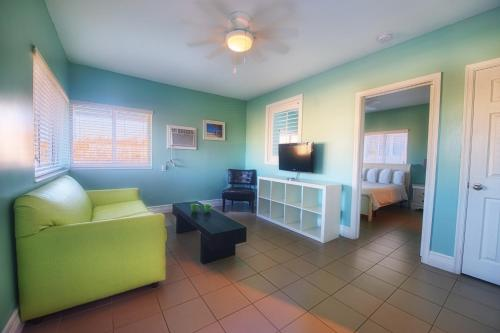 Hollywood Beachside Boutique Suite Photo