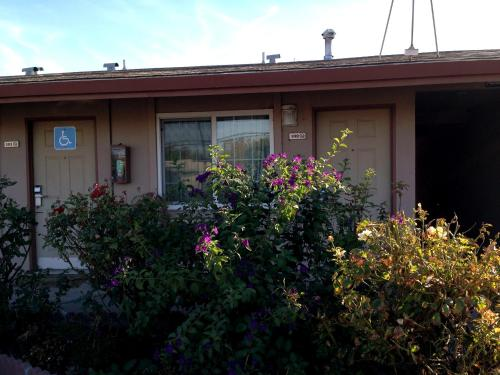 Maple Inn and Suites Los Banos Photo