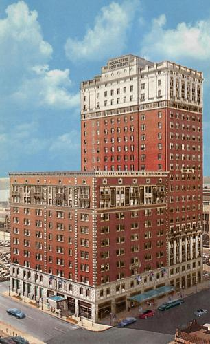 DoubleTree Suites by Hilton Detroit Downtown - Fort Shelby - Detroit, MI 48226