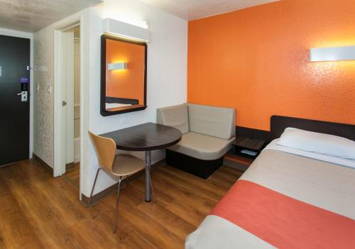 Motel 6 Los Angeles LAX Photo