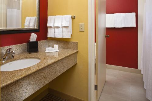 Courtyard by Marriott Orlando Airport photo 12