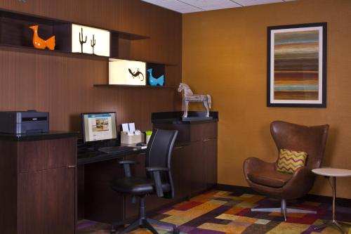 Fairfield Inn & Suites Houston Hobby Airport photo 10