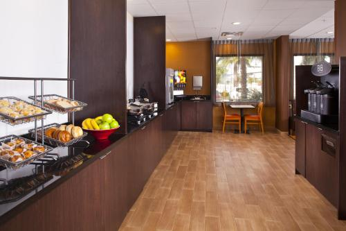 Fairfield Inn & Suites Houston Hobby Airport photo 19
