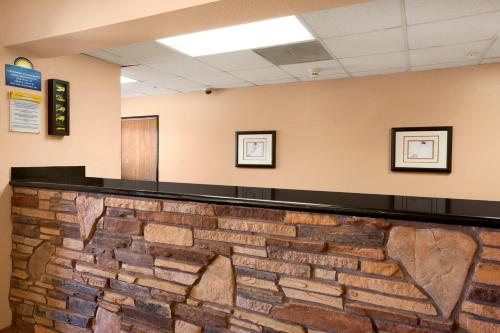 Days Inn and Suites Payson Photo