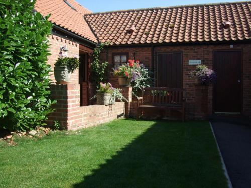 Photo of Willow Tree Cottages Self Catering Accommodation in Newark upon Trent Nottinghamshire