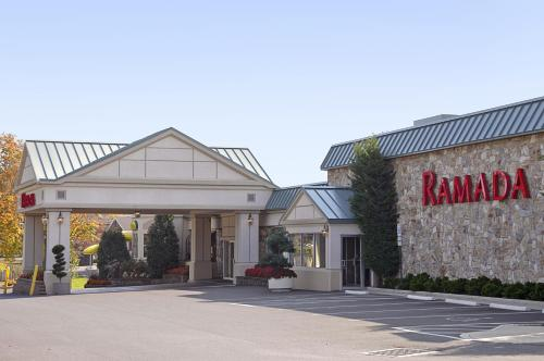 Ramada Hotel and Conference Center Photo