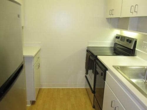Studio with full amenities in building Photo