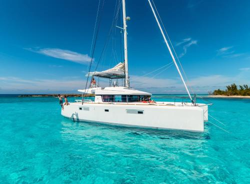 BLISS BOUTIQUE YACHTING BELIZE0