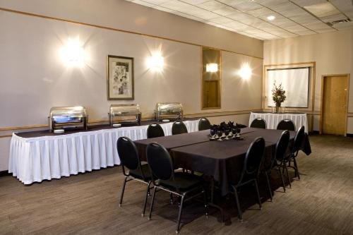 Heritage Inn Hotel & Convention Centre - Moose Jaw Photo