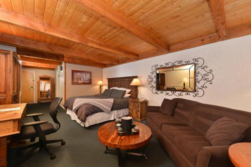 The Boulder Creek Lodge Photo