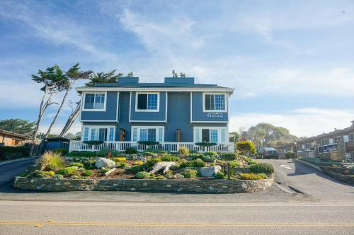 Sand Pebbles Inn Photo