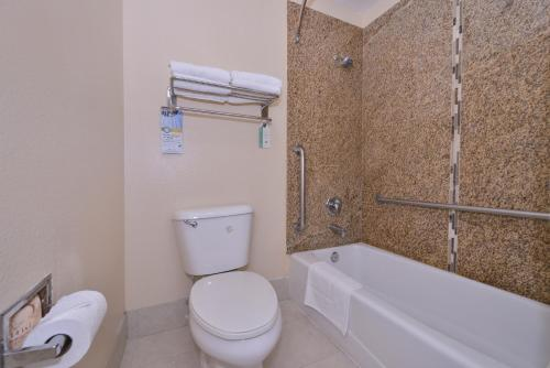 Quality Inn Lake Elsinore Photo