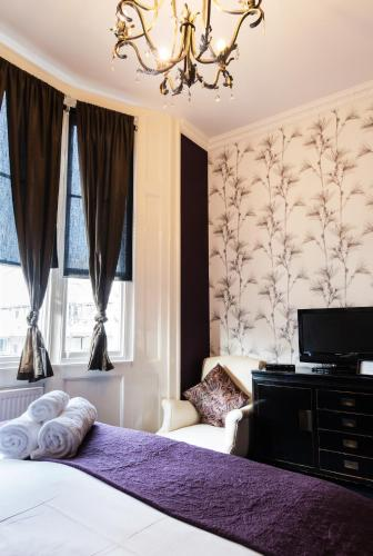 19 Oriental Pl, Brighton and Hove, East Sussex, United Kingdom, BN1 2LL.
