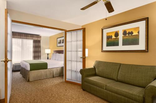 Country Inn & Suites Marion Photo