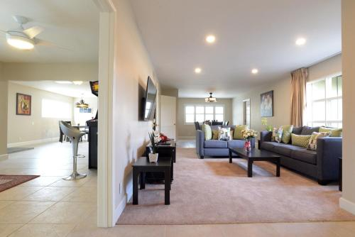 Four Bedroom Disney Retreat - Anaheim, CA 92806