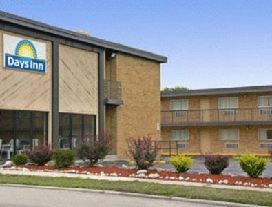 Photo of Days Inn Wauwatosa/Milwaukee Hotel Bed and Breakfast Accommodation in Wauwatosa Wisconsin