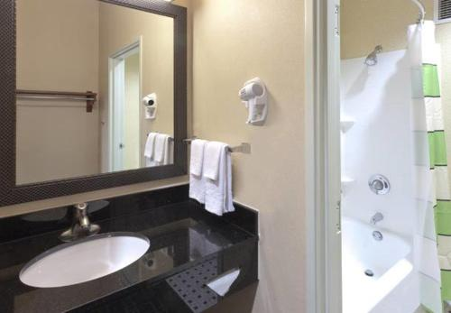 Fairfield Inn & Suites Portland West Beaverton Photo