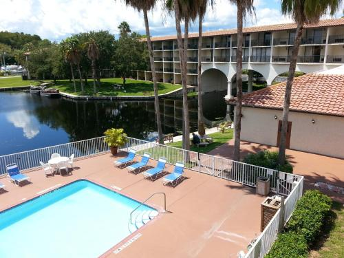 Vista Hotel on Lake Tarpon Photo