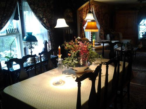Ferintosh Manor Bed & Breakfast Photo