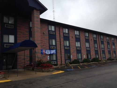 Motel 6 Elk Grove Village - Itasca, IL 60007
