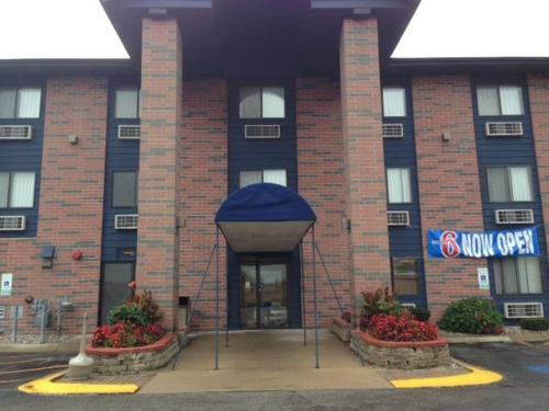 Motel 6 Elk Grove Village Photo