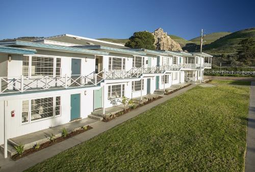 Tides Oceanview Inn and Cottages Photo
